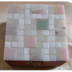 Scatola mosaico rosa bianca